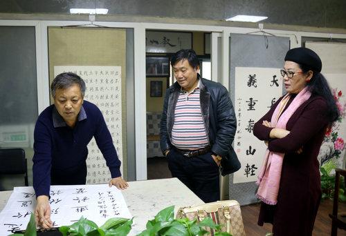 书法家杜敬义一行到中国周易新闻网进行文化交流